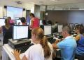 Demandantes de ayudas del municipio se forman con Radio Ecca para acceder al mercado laboral