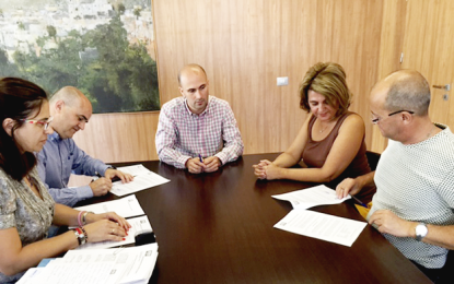 El Ayuntamiento de Ingenio firma con Roquesan contratos de suministros de material de ferretería y de cementos y morteros para el Plan de Empleo Social