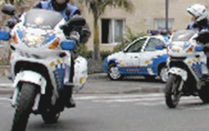 LA POLICIA LOCAL DETIENE A DOS CONDUCTORES POR CIRCULAR A MÁS DE 100 KM/H POR LAS CALLES DE SANTA LUCIA.