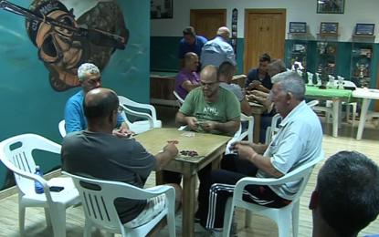 La AV Tres de Mayo impulsa el juego de la zanga y el ajedrez en el barrio ingeniense de La Longuera