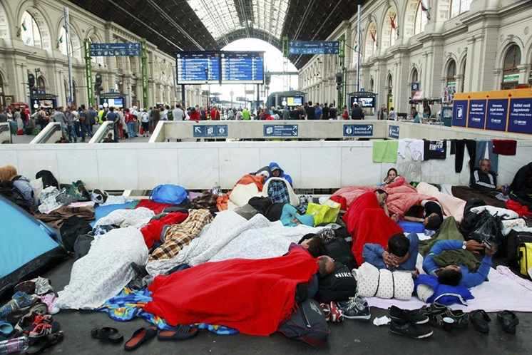 Refugees Budapest Keleti railway station 2015-09-04 (CC BY-SA 2.0) /Rebecca Harms