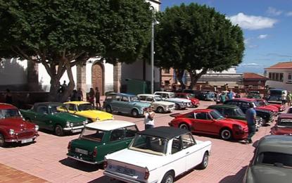 Más de 200 vehículos reúnen a un gran número de amantes del motor de toda la isla en la Villa de Ingenio