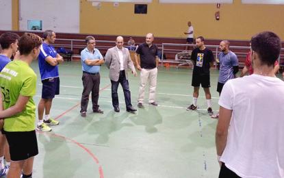 El director general de Deportes se compromete con el balonmano de Ingenio